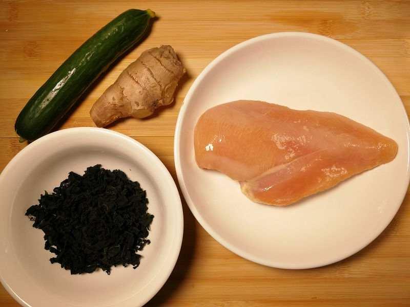 鶏むね肉とキュウリの酢の物の材料