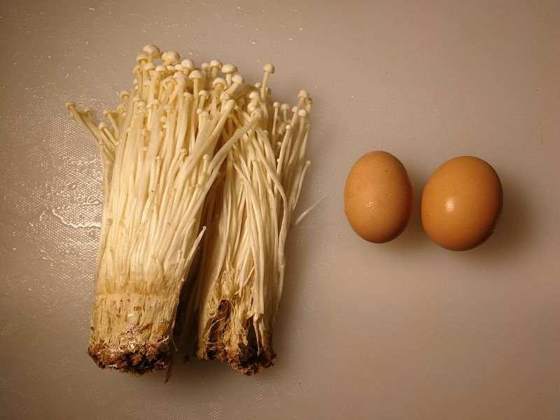 えのき茸と卵炒めの材料