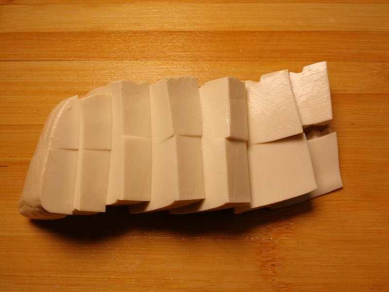 食べやすい大きさにカットした豆腐