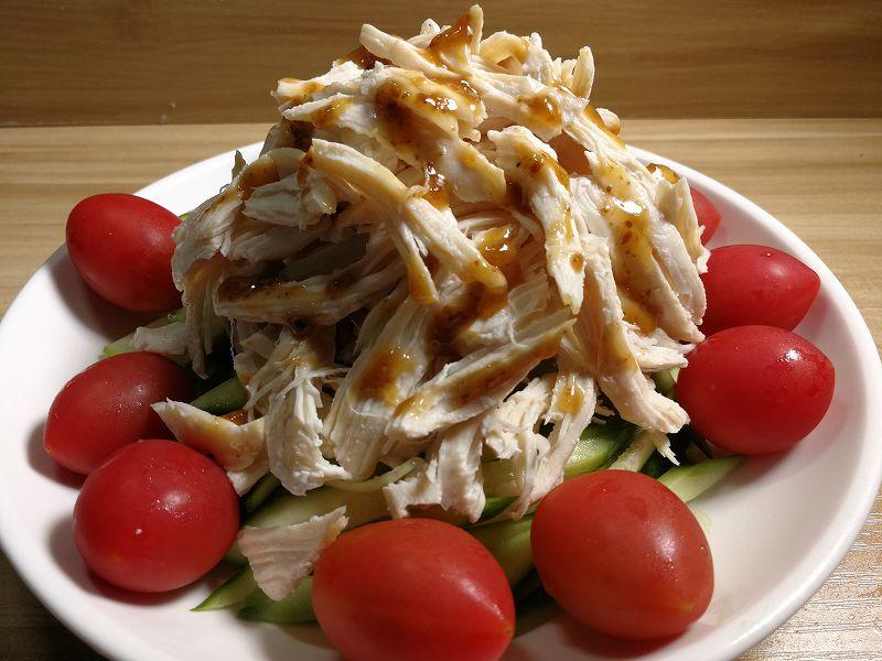 鶏むね肉のバンバンジーサラダ完成